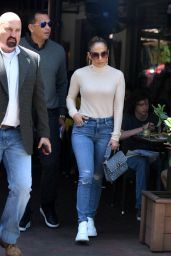 Jennifer Lopez in Tight Jeans - Out for Lunch in Miami 05/29/2019