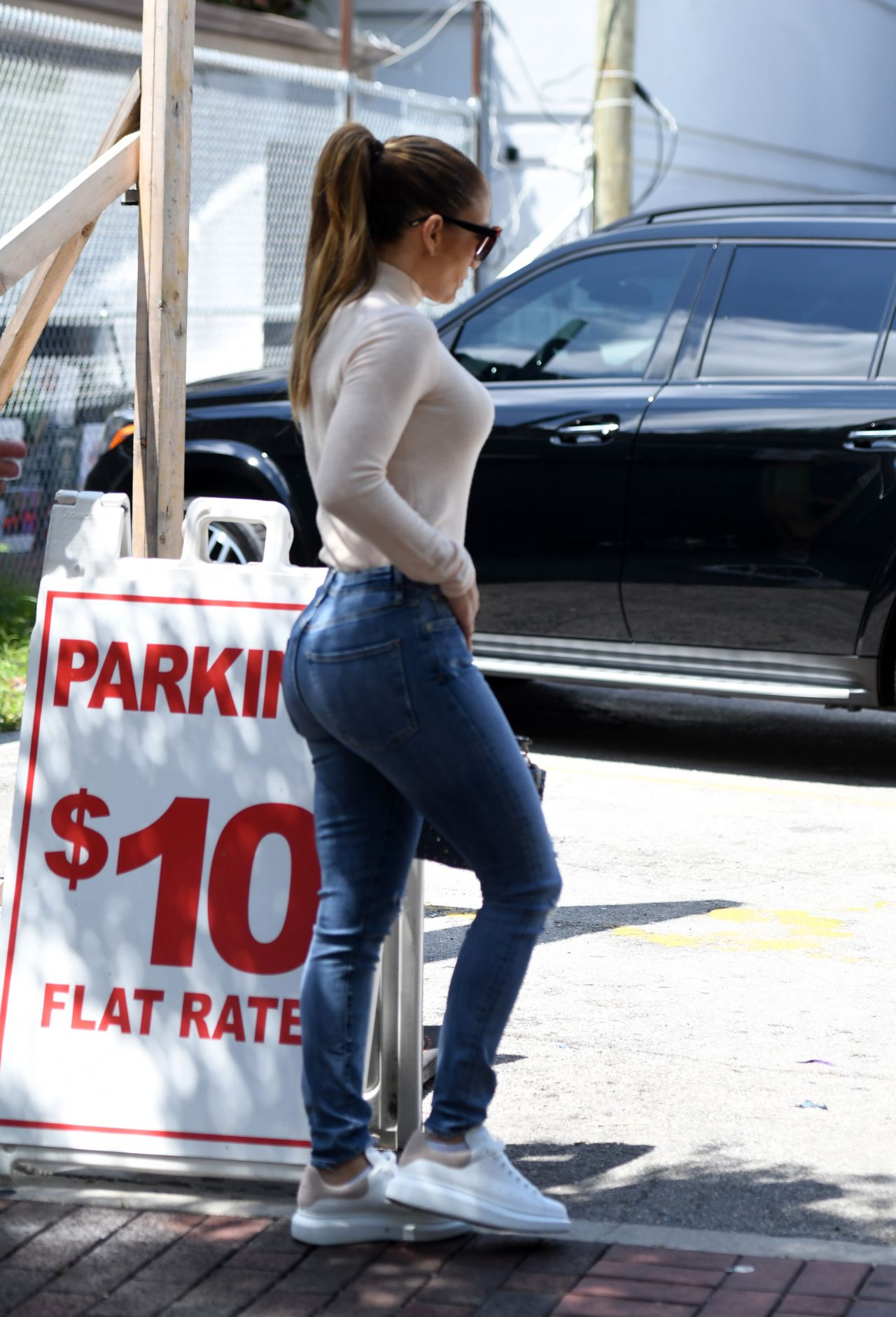 Jennifer Lopez In Tight Jeans Out For Lunch In Miami 05