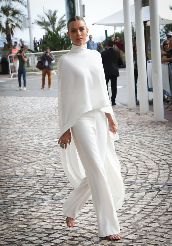 Josephine Skriver Chic Outfit - Outside the Martinez Hotel in Cannes 05/22/2019