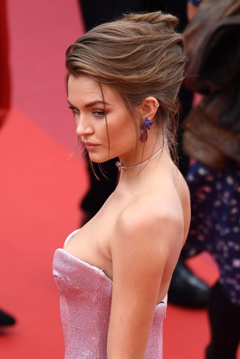 Josephine Skriver Once Upon A Time In Hollywood Red
