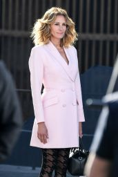 Julia Roberts - Shooting the New Advertising Campaign for Calzedonia in Verona 05/30/2019
