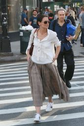 Katie Holmes - Heads into the NYC Train Station 05/18/2019