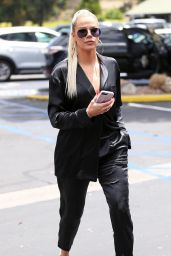 Khloe Kardashian at a Local Eatery in Calabasas 05/28/2019