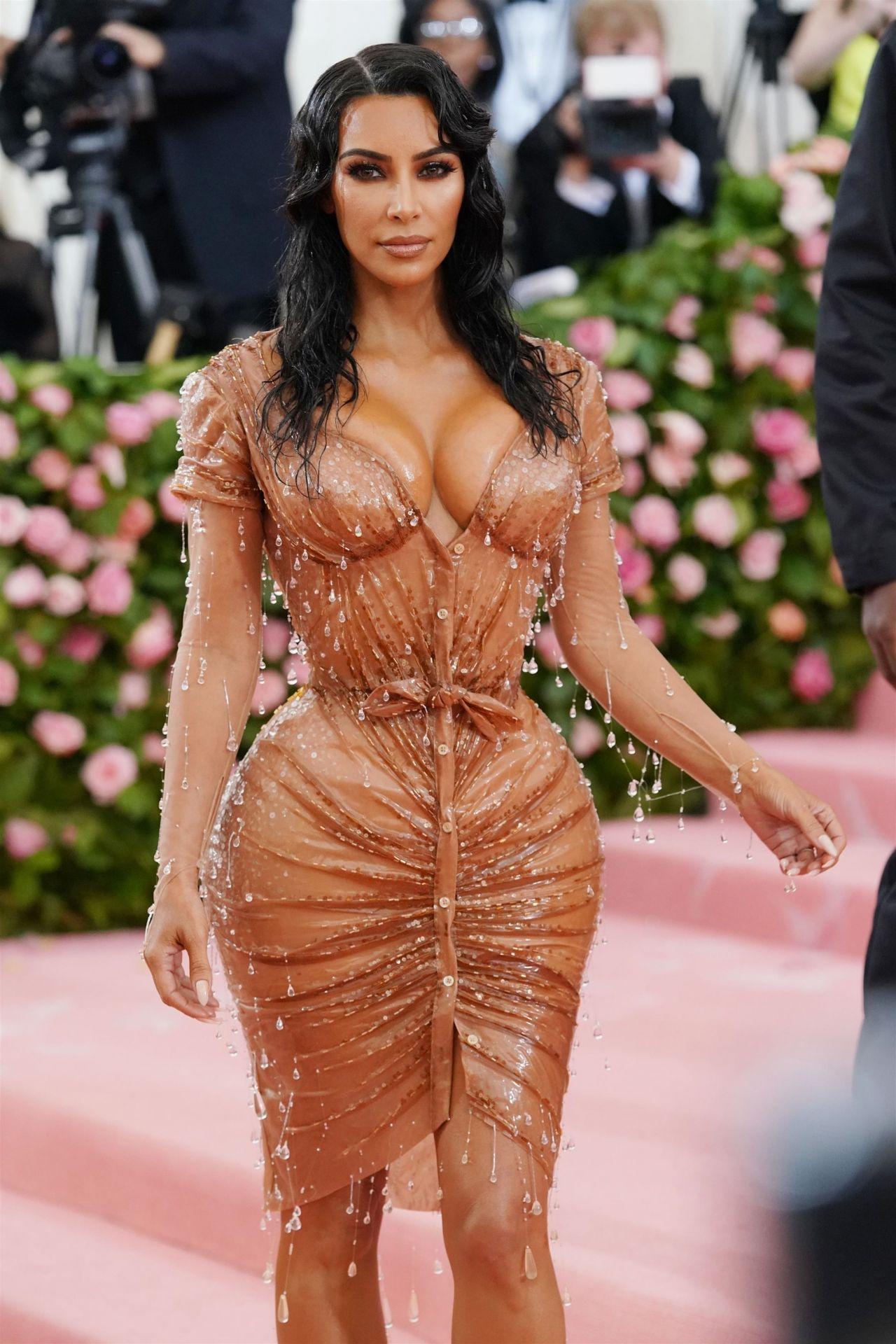 Kim Kardashian Latest Photos - CelebMafia