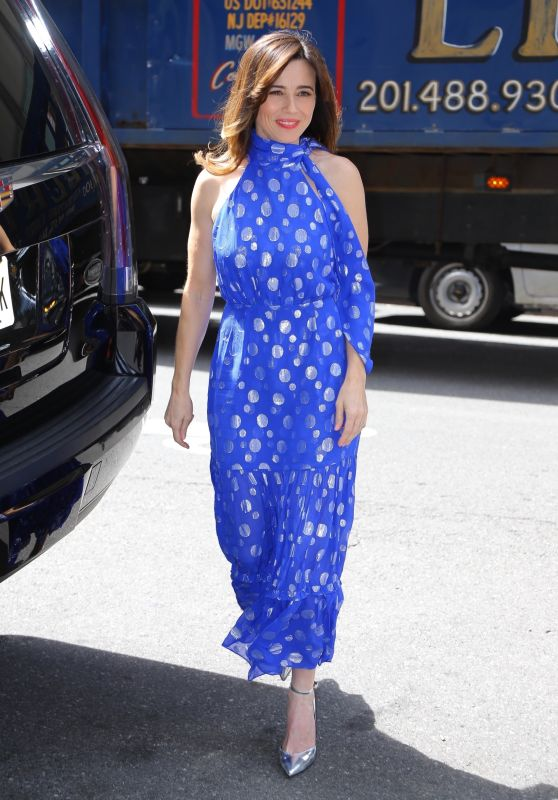 """Linda Cardellini - Promotes """"Dead to Me"""" at SiriusXM in NY 04/29/2019"""