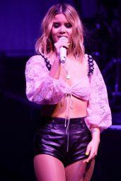 Maren Morris - Pefroming in Concert in Manchester 05/27/2019