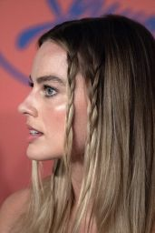 """Margot Robbie – """"Once Upon a Time in Hollywood"""" Press Conference in Cannes 05/22/2019"""