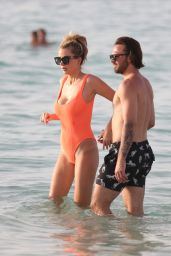 Olivia Attwood in Swimsuit - Holiday in Dubai 05/11/2019