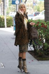 Pia Mia Perez Street Fashion - Wally