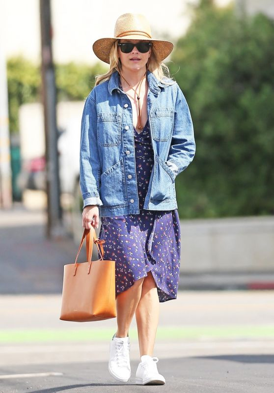Reese Witherspoon - Shopping on Montana Ave in Brentwood 05/14/2019