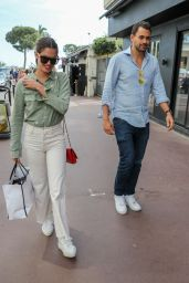 Sara Sampaio Street Style 05/22/2019