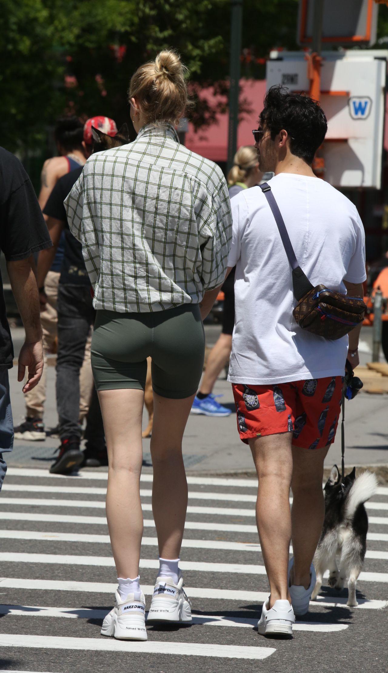 Sophie Turner And Joe Jonas Walking Their Dogs In Nyc 05