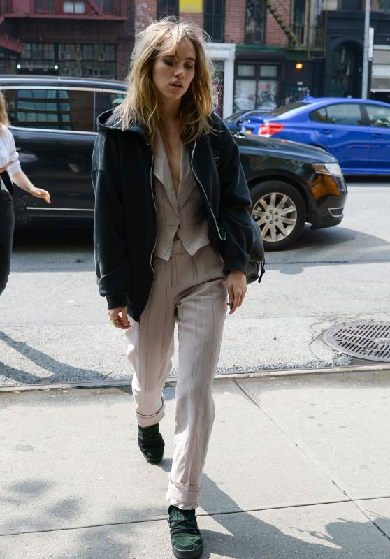 Suki Waterhouse - Arriving at The Bowery Hotel in NYC 05/05/2019