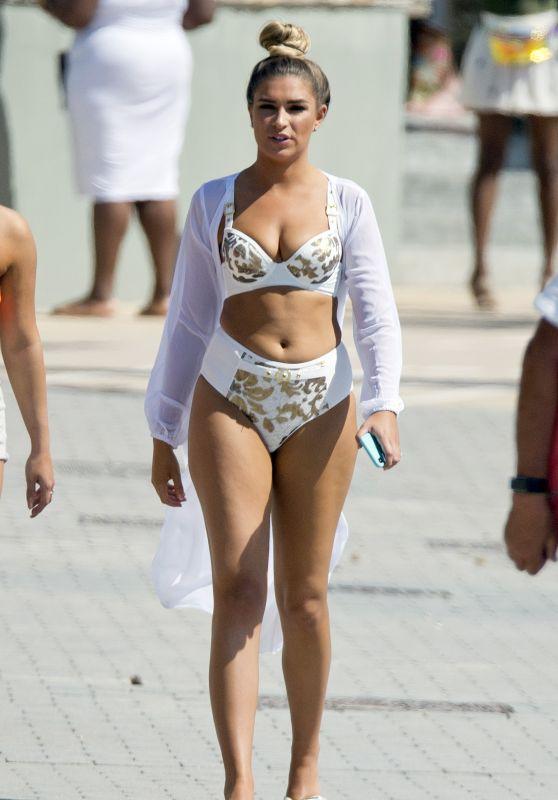 Zara McDermott in Bikini 05/13/2019