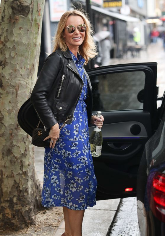 Amanda Holden With a Bottle of Prosecco in Hand 06/07/2019