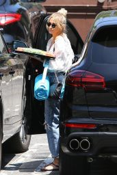 Ashlee Simpson - Brings a Healthy Snack to a Kids Party in LA 06/19/2019