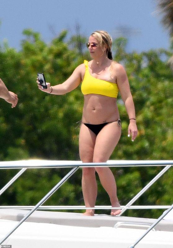 Britney Spears in a Bikini on a Yacht in Miami 06/08/2019