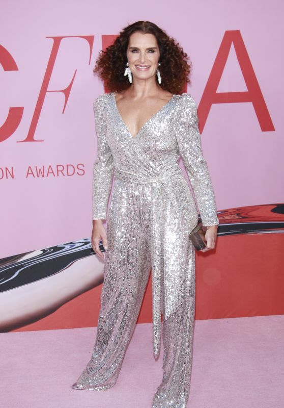 Brooke Shields – 2019 CFDA Fashion Awards in NYC