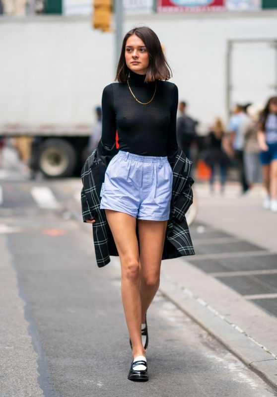 Charlotte Lawrence Street Style 06/03/2019