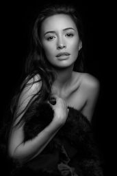 Christian Serratos Wallpapers (+4)