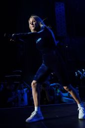 Ellie Goulding - Performing at 2019 103.5 KTU KTUphoria in Wantagh, NYC 06/15/2019