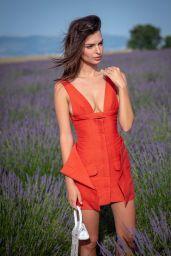 Emily Ratajkowski - Jacquemus Spring Summer 2020 Show in Valensole