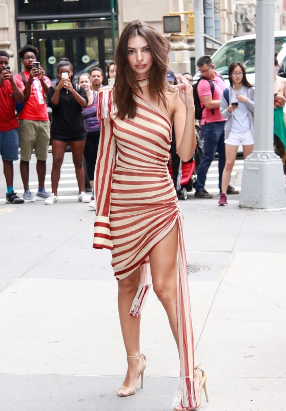 Emily Ratajkowski - Outside the BUILD Studio in NYC 06/17/2019
