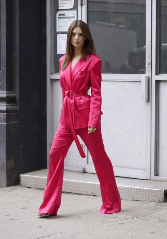 Emily Ratajkowski - Stepping out in New York City 06/17/2019