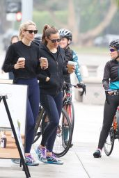 Jennifer Garner in Tights - Grabs Coffee in Brentwood 06/01/2019