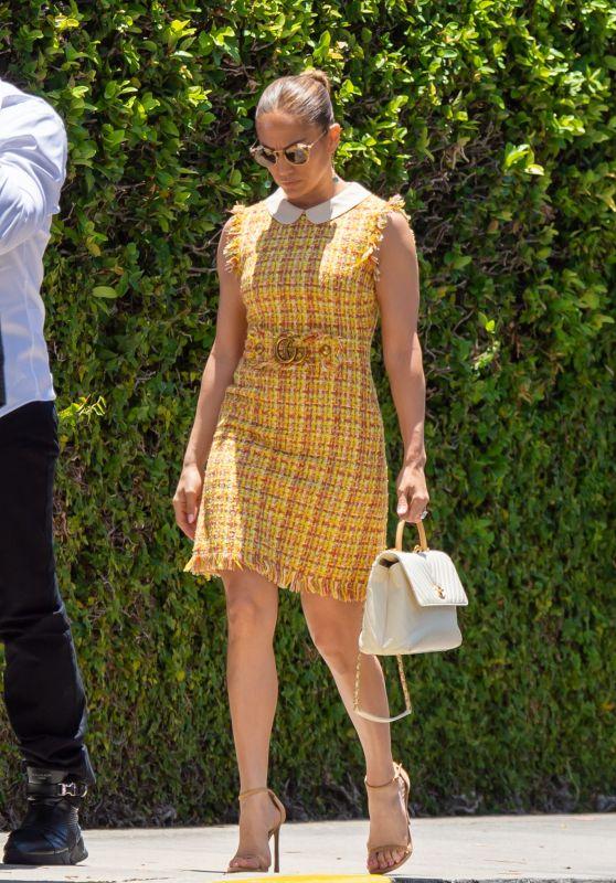 Jennifer Lopez - Arriving at Her Children