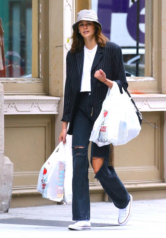 Kaia Gerber - Grocery Shopping in NYC 05/30/2019