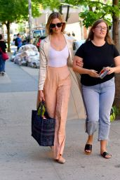 Karlie Kloss Shows Off Her Style - NYC 06/11/2019