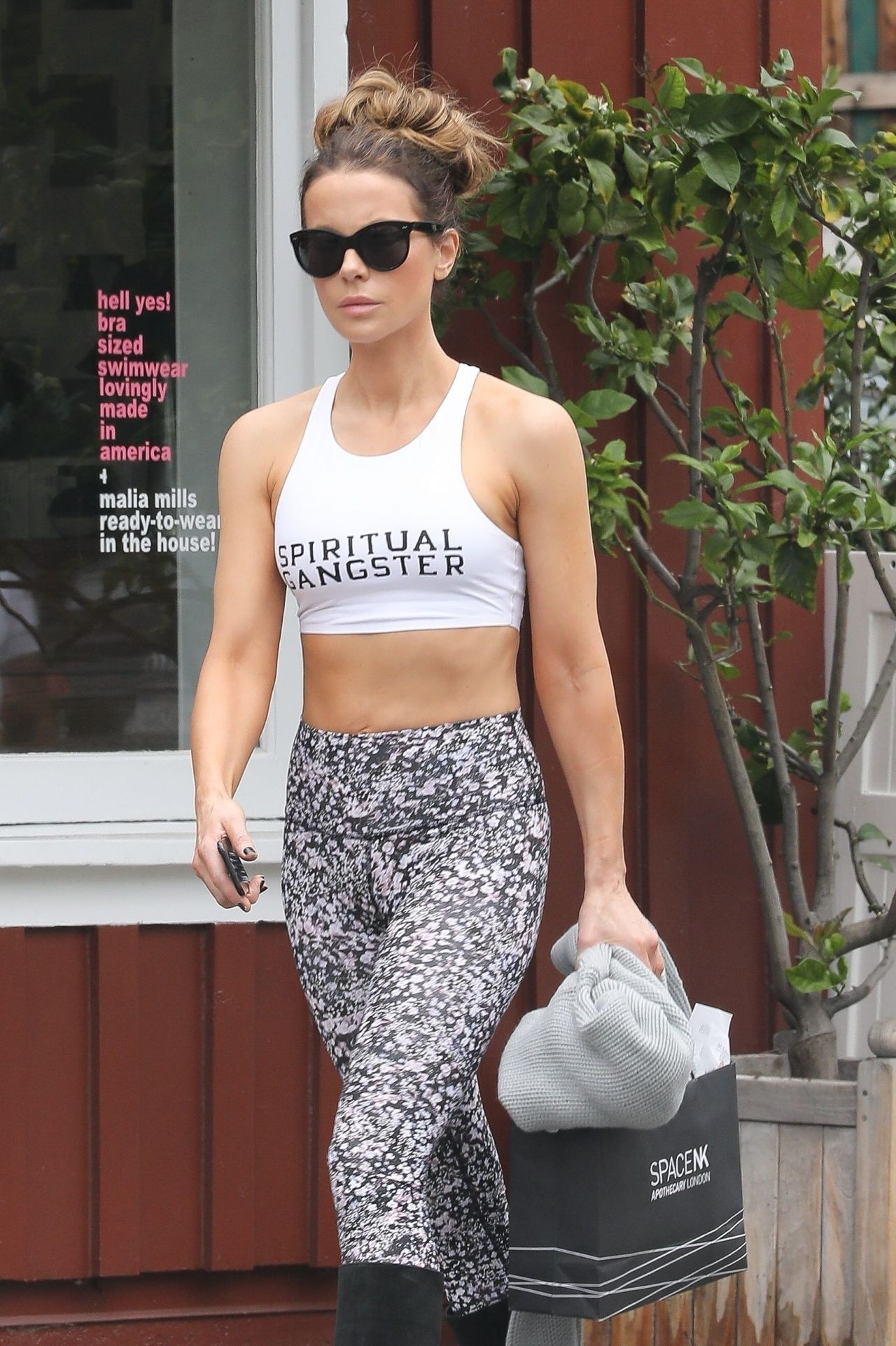 Kate Beckinsale - Leaves Retailer Malia Mills at the