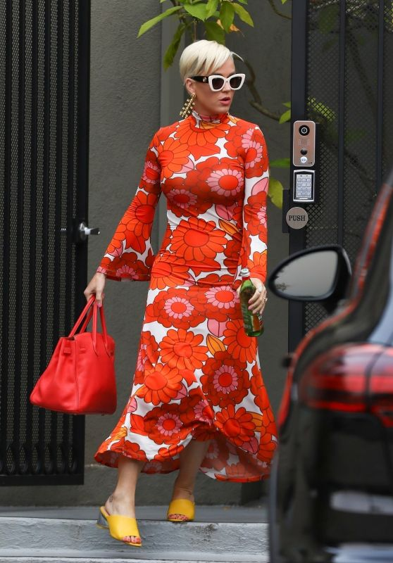 Katy Perry in a Floral Figure-Hugging Dress 06/03/2019