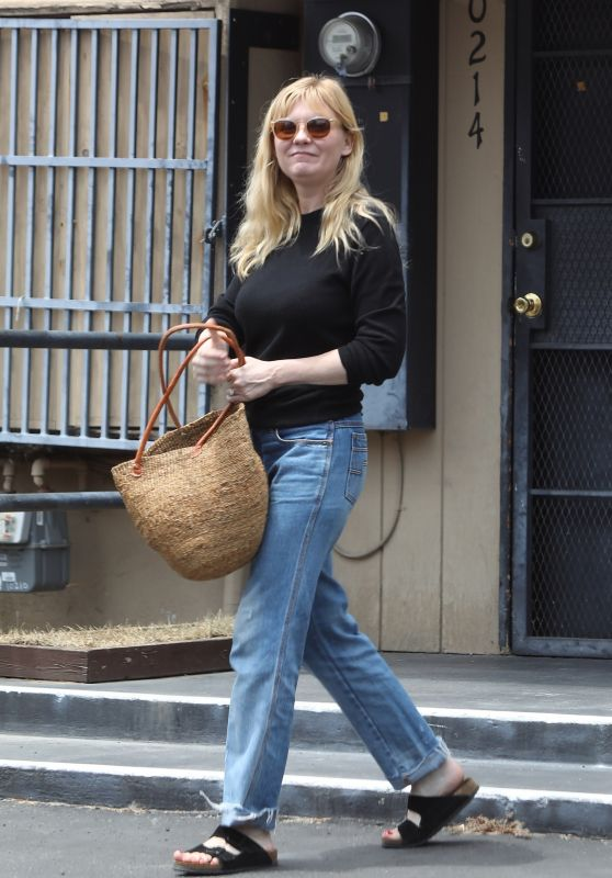 Kirsten Dunst - Leaves Lakeside Nail Spa in Toluca Lake 06/14/2019