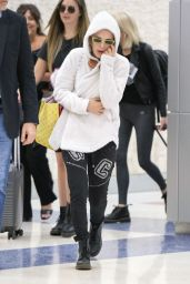 Millie Bobby Brown - Airport in NYC 06/11/2019