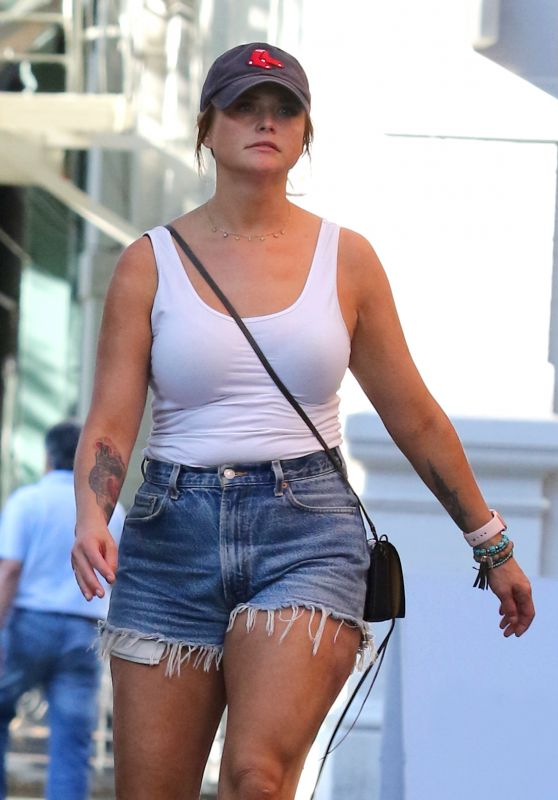 Miranda Lambert - Out in New York City 06/12/2019