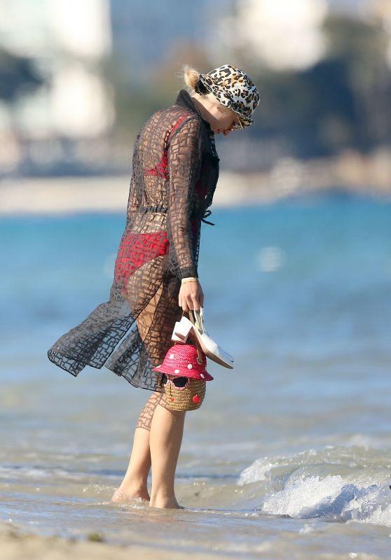 Pixie Lott - Beach in Ibiza 06/01/2019