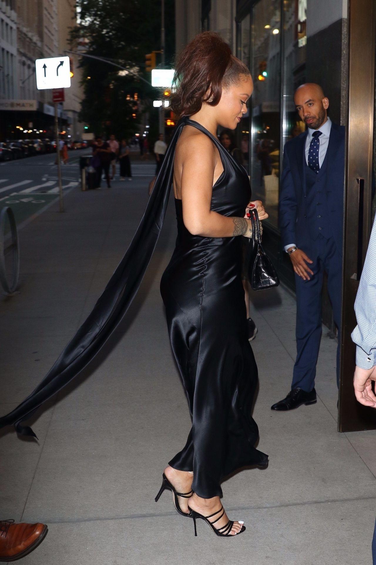 Rihanna Night Out Style 06 11 2019