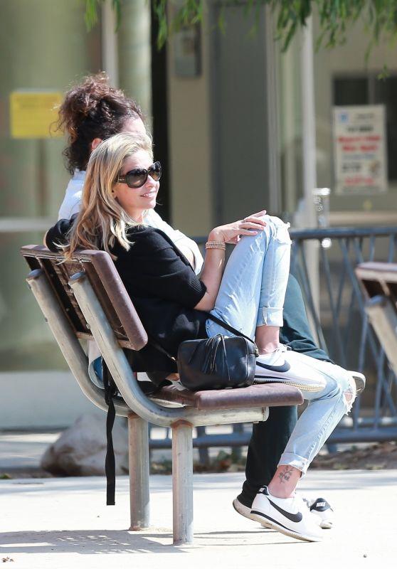 Sarah Michelle Gellar at a Park in Pacific Palisades 06/14/2019