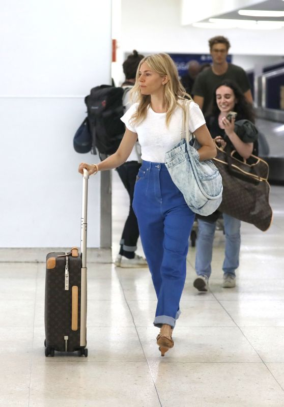 Sienna Miller Travel Style - LAX Airport in Los Angeles 06/05/2019