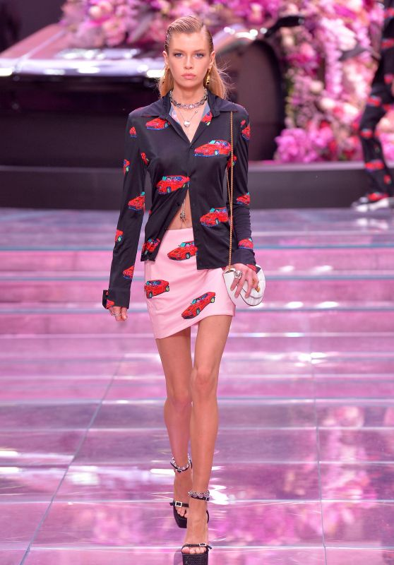 Stella Maxwell - Versace Fashion Show S/S 2020 in Milan 06/15/2019
