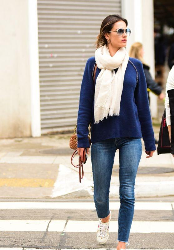 Alessandra Ambrosio Street Style - Sao Paulo 07/05/2019