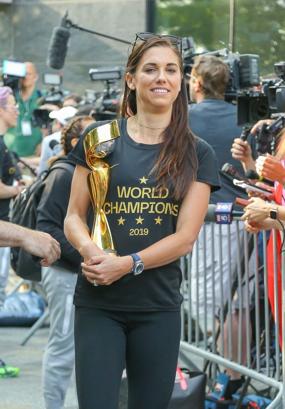 Alex Morgan - Arriving in NYC After Winning the 2019 FIFA Women
