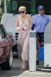 Amber Heard at a Gas Station in LA 07/09/2019