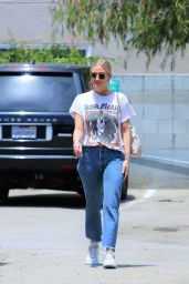 Ashlee Simpson - Shopping in Studio City 07/09/2019