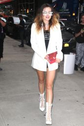 Bella Thorne Style - Outside Barnes & Noble in NYC