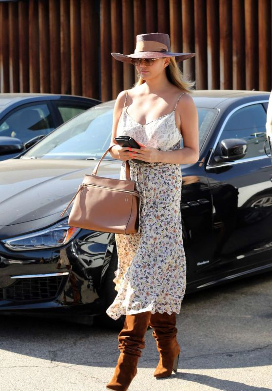 Chrissy Teigen - Leaving Meche Hair Salon in Beverly Hills 07/17/2019