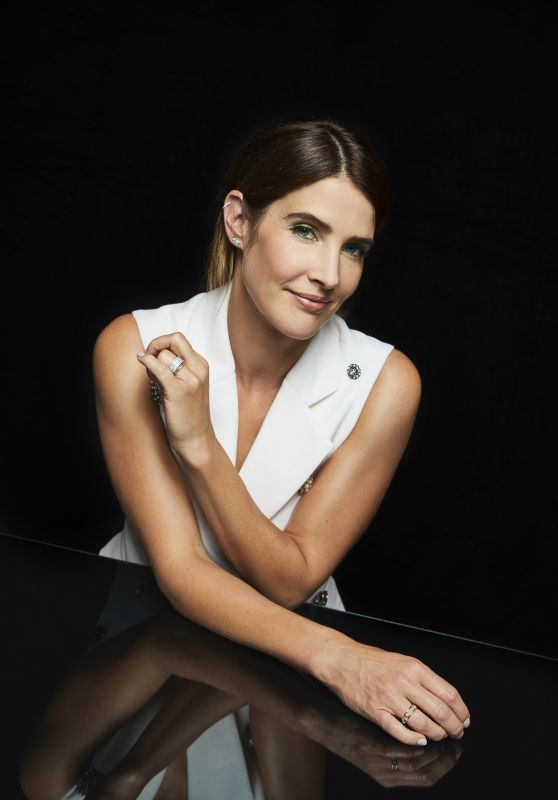 Cobie Smulders Portraits In The Pizza Hut Lounge At Sdcc