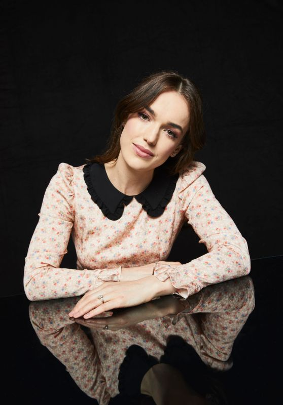 Elizabeth Henstridge – Pizza Hut Lounge Portraits at SDCC 2019